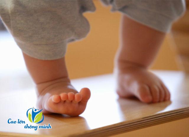 Cách khắc phục chân vòng kiềng cho trẻ